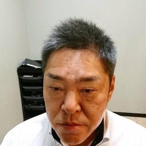 ショート 短髪 メンズ グレイヘア 白髪 髪型 50代 男性 ソフトモヒカン カッコイイ